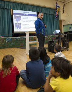 Canucks coach Willie Desjardins returns to class to talk to kids about teamwork